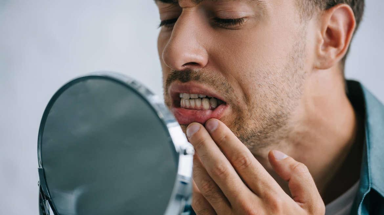 Zlozvyky, ktoré škodia zubom. Robíte ich aj vy?
